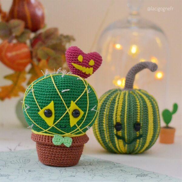 Green pumpkin crochet pattern by Ntalia Manfré LaCigogne